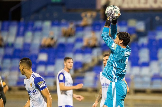 Archivo - Cristian Alvarez, of Zaragoza during the Liga SmartBank, play off football match played between Real Zaragoza and Elche Club Futbol at Romaleda Stadium on August 16, 2020 in Zaragoza, Spain.