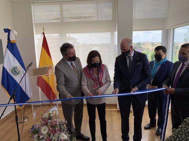 Inauguración del consulado de El Salvador