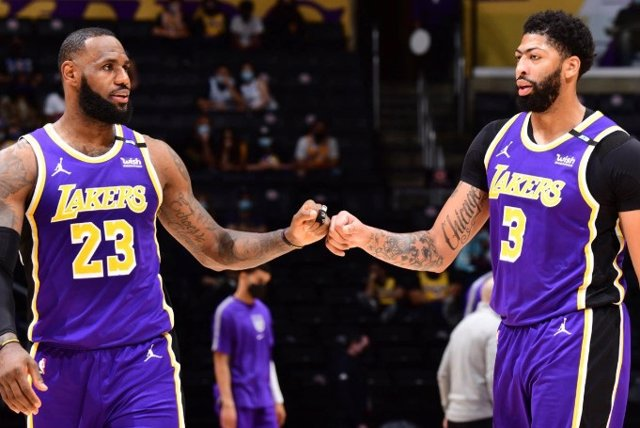 LeBron James y Anthony Davis con Los Angeles Lakers