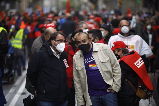 El secretari general d'UGT de Catalunya, Camil Ros, i el de CCOO de Catalunya, Javier Pacheco, en la concentració de Barcelona per l'1 de maig, Dia del Treballador
