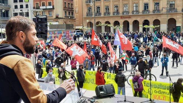Intervención de Imanol Karrera, portavoz de LAB en Navarra, durante la manifestación del sindicato en Pamplona por el 1º de Mayo