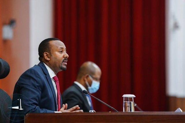 Archivo - El primer ministro de Etiopía, Abiy Ahmed, interviene ante el Parlamento