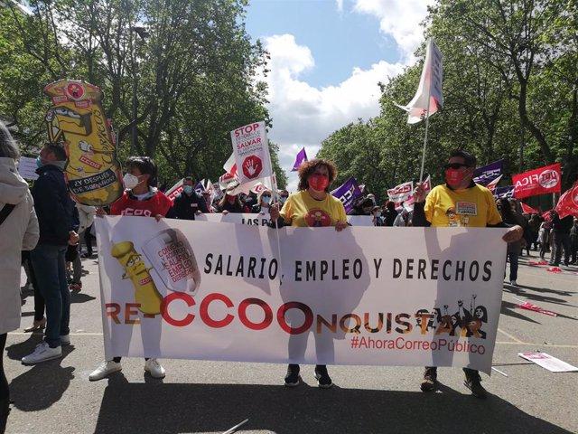 Trabajadores de correos en la concentración de Valladolid en el 1º de mayo
