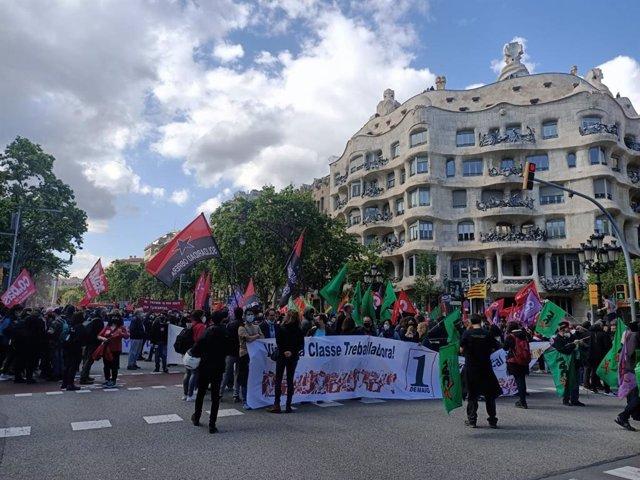 Unes 500 persones es concentren a Barcelona convocades per la ICA pel Dia del Treballador