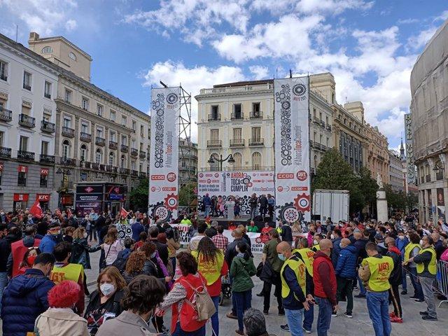Llegada de sindicatos a la Puerta del Sol.