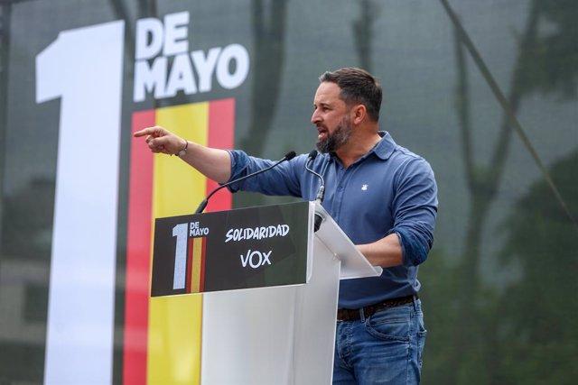 El presidente de Vox, Santiago Abascal, participa en una concentración convocada en Conde de Casal, a 1 de mayo de 2021, en Madrid, (España). Esta protesta es una de las muchas movilizaciones que el sindicato Solidaridad ha convocado en varias partes de E