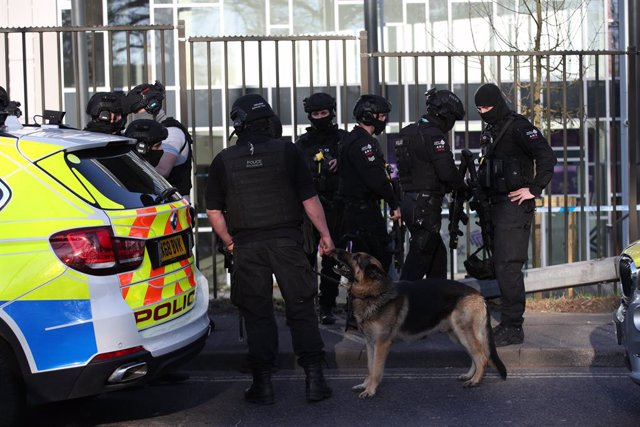 26 April 2021, United Kingdom, Crawley: Armed police stand at Crawley College, following reports of gunshot fire. A man has been detained at the scene in Crawley and two people have suffered injuries, police said. Photo: Yui Mok/PA Wire/dpa