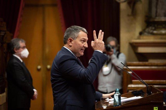 Archivo - Arxivo - El conseller d'Interior de la Generalitat, Miquel Sàmper intervé en la Diputació Permanent del Parlament, a Barcelona.
