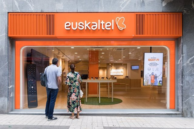 Archivo - Establecimiento de la empresa de telecomunicaciones vasca Euskaltel