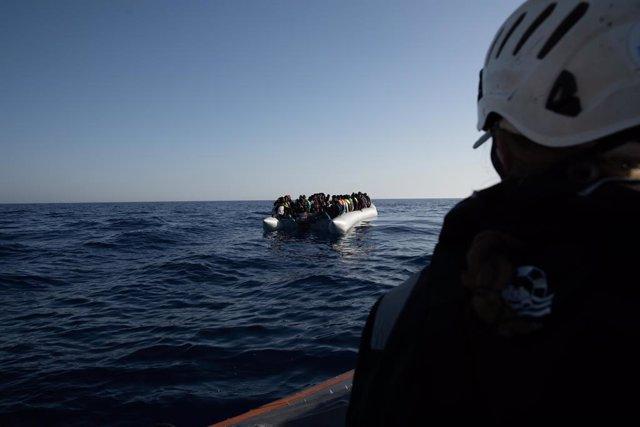 Archivo - Arxiu - Migrants al mar Mediterrani.