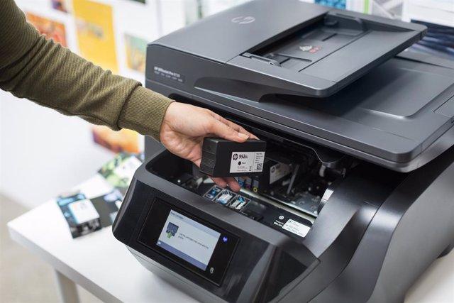 Archivo - Cartucho de tinta en una impresora HP