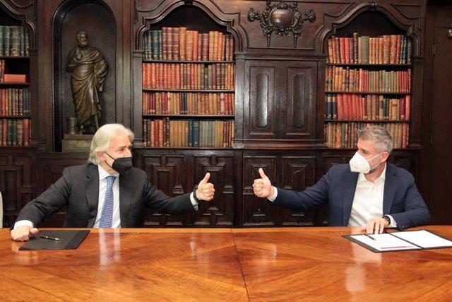 El president de Foment del Treball, Josep Sánchez Llibre, i el CEO d'Adevinta Spain, Gianpaolo Santorsola.