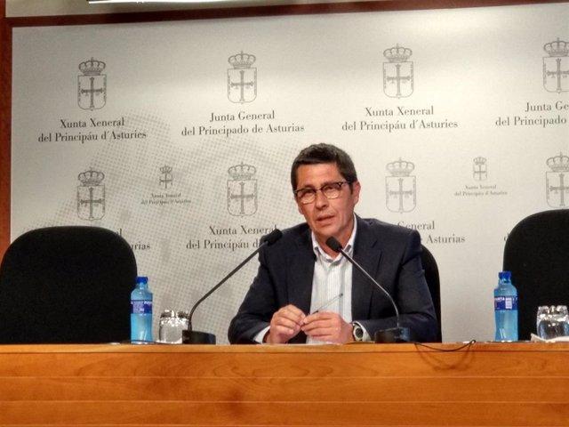 Archivo - Rueda de prensa del diputado de Ciudadanos en la Junta General Armando Fernández Bartolomé.