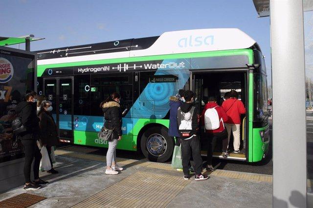 Autobús urbano propulsado con pila de hidrógeno de Alsa.