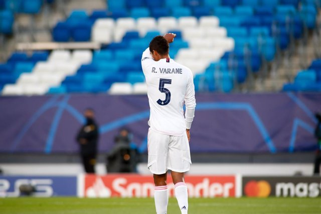 Archivo - Raphael Varane of Real Madrid laments during the UEFA Champions League football match played between Real Madrid and Shakhtar Donetsk at Alfredo Di Stefano stadium on October 21, 2020 in Madrid, Spain.