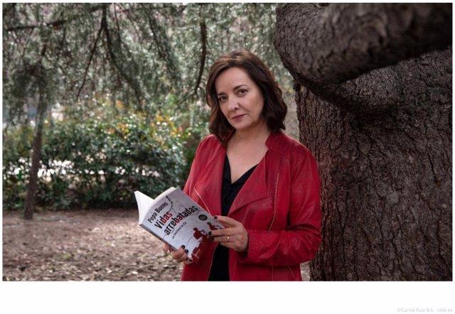 La periodista y escritora Pepa Bueno presenta en Huesca su libro 'Vidas arrebatadas: los huérfanos de ETA'.