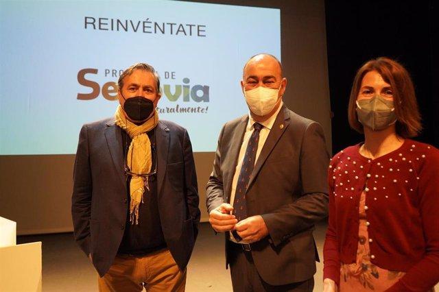 El director de Readmore Films, Hervé Tirmarche (izquierda), el presidente de la Diputación de Segovia, Miguel Ángel de Vicente (centro) y la diputada de Prodestur, Magdalena Rodríguez (derecha)