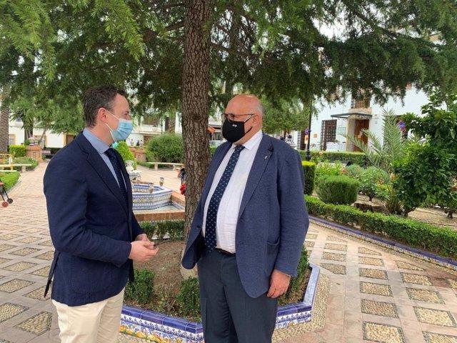 El delegado de Agricultura de la Junta con el alcalde de La Rambla.
