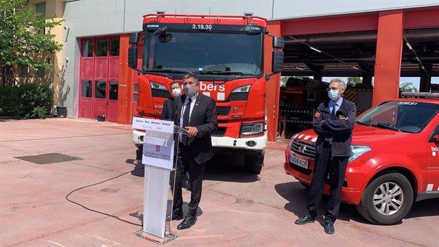 El conseller d'Interior de la Generalitat en funcions, Miquel Sàmper, al parc de bombers de Lleida.