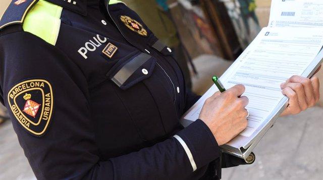 Arxiu - Imatge d'un agent de la Guàrdia Urbana de Barcelona.
