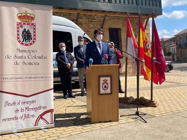 Suárez-Quiñones en la presentación del bono transporte rural de Santa Colomba de Somoza.