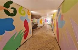 Pati de Provença amb un mural visitable d'art urbà.