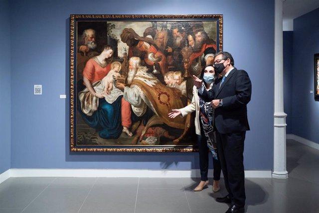 Pulido y la comisaria de la muestra de pintura flamenca