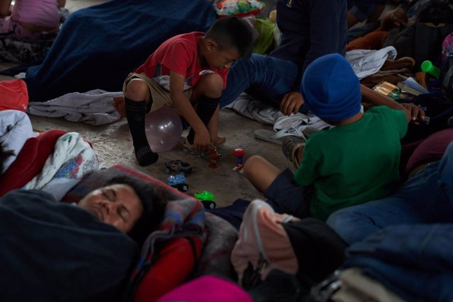 29 April 2021, Mexico, Reynosa: Central American asylum-seeking children play in a public park in Reynosa, while they wait for President Joe Biden to open the US border to cross. Photo: Allison Dinner/ZUMA Wire/dpa