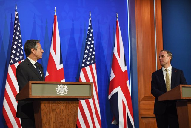 03 May 2021, United Kingdom, London: US Secretary of State Antony Blinken (L) speaks during a press conference at Downing Street with UK Foreign Secretary Dominic Raab. Photo: Chris J Ratcliffe/PA Wire/dpa