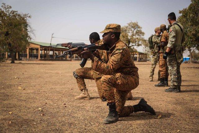 Archivo - Militares de Burkina Faso