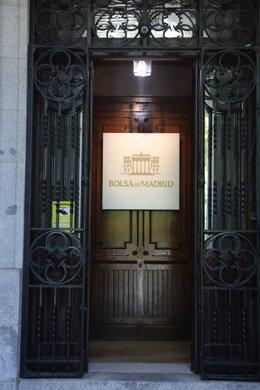 Archivo - Puerta de entrada al edificio de la Bolsa de Madrid