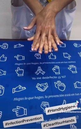 Profesionales del Hospital Clínico participan en un video para promocionar la cultura de higiene de manos