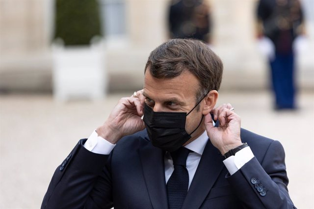 Emmanuel Macron, presidente de Francia, con mascarilla