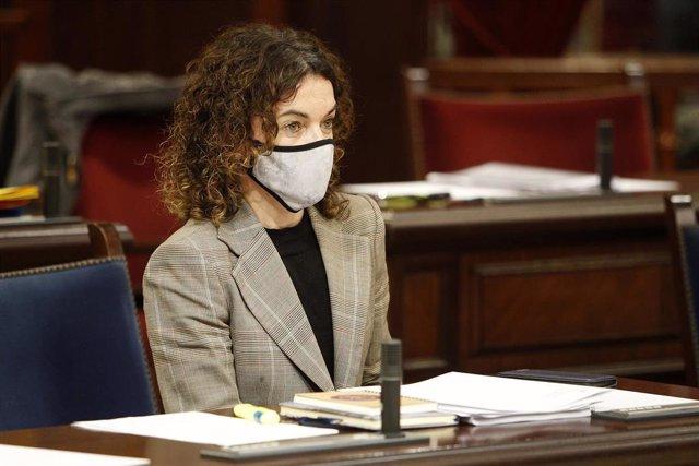 Archivo - La consejera de Hacienda en el Gobierno balear, Rosario Sánchez durante una sesión plenaria en el Parlamento de Baleares.