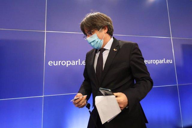 Archivo - El expresidente de la Generalitat Carles Puigdemont tras una rueda de prensa el día en el que el Parlamento Europeo a favor de suspender la inmunidad de los tres, en Bruselas (Bélgica), a 9 de marzo de 2021. El pleno del Parlamento europeo ha ap