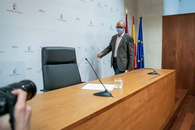 El director general de Recursos Humanos de la Consejería de Educación, Cultura y Deportes, José Manuel Almeida,