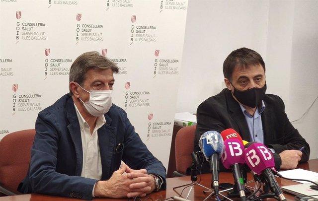 El presidente del Cofib, Antoni Real, y el director de Gestión y Presupuestos del Servicio de Salud, Manuel Palomino Chacón.