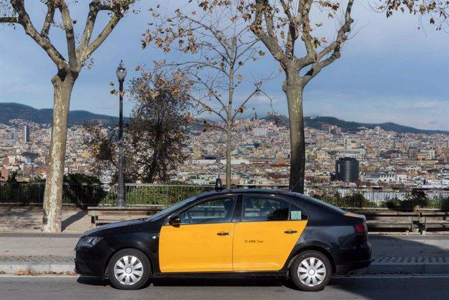 Archivo - Arxiu - Un taxi a Barcelona.