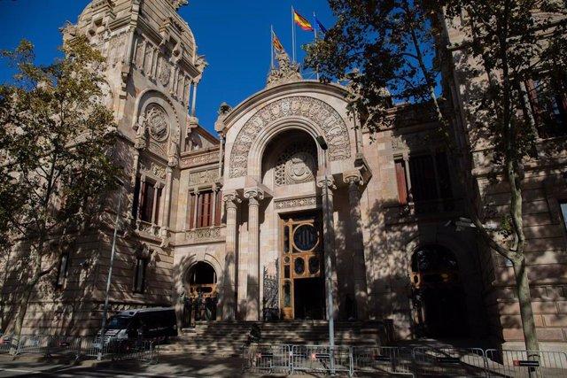 Archivo - Fachada de la Audiencia de Barcelona (ARCHIVO)