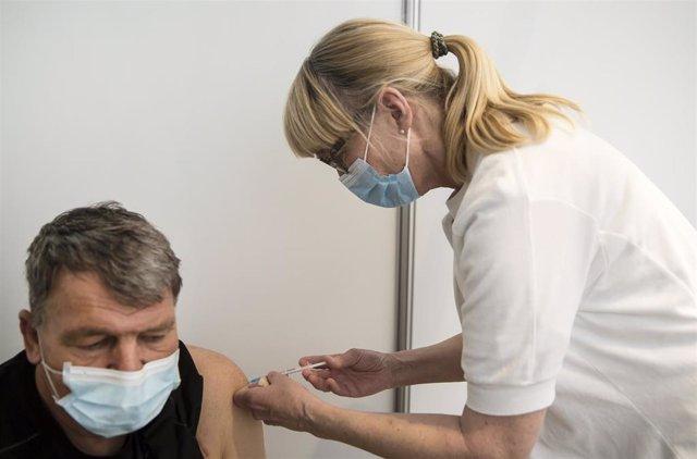Archivo - Vacunación contra el coronavirus en Copenhague