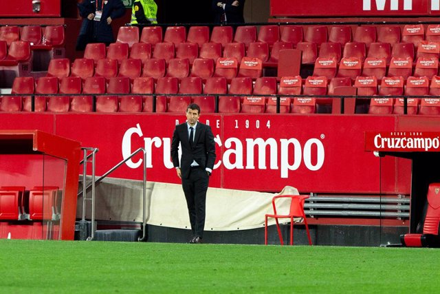 Archivo - Javi Gracia, head coach of Valencia, during 1/8 round of Copa del Rey, football match played between Sevilla Futbol Club and Valencia Club de Futbol at Ramon Sanchez Pizjuan Stadium on January 27, 2021 in Sevilla, Spain.
