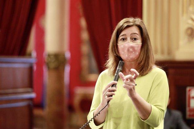 La presidenta del Gover, Francina Armengol, en el pleno del Parlament.