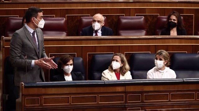 El presidente del Gobierno, Pedro Sánchez, interviene durante una sesión de control al Gobierno, a 14 de abril de 2021, en el Congreso de los Diputados, Madrid, (España)