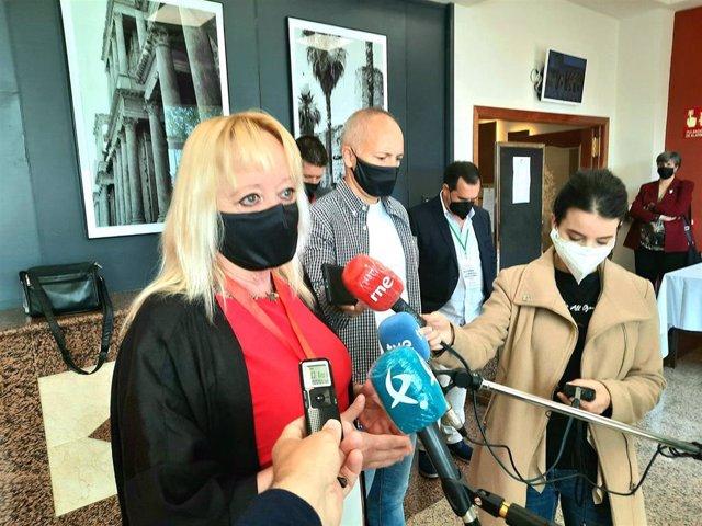 La secretaria general de CCOO de Extremadura, Encarna Chacón, en declaraciones a los medios