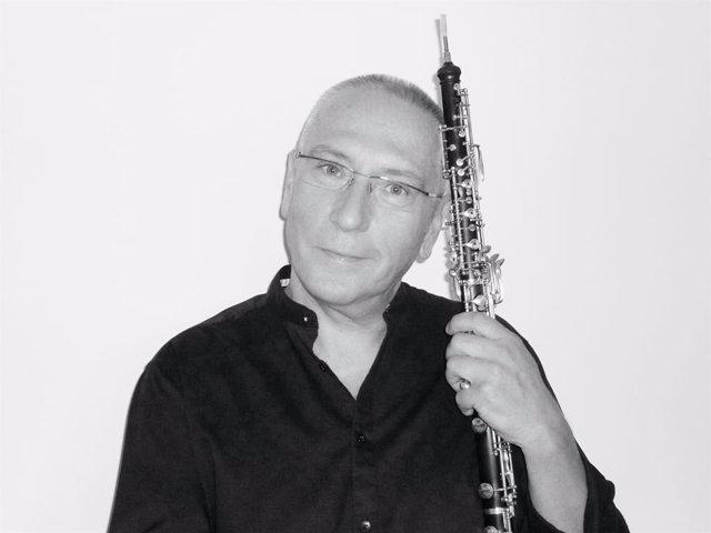 El solista oboe de la Sinfónica de Huelva, Javier Serra.