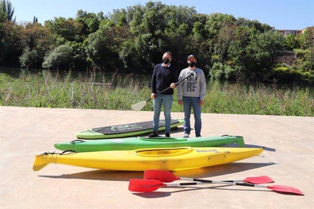 El concejal de Deportes, Rubén Antoñanzas, se ha trasladado  al Embarcadero del Ebro para presentar junto a Jorge Maza, de Rafting Rioja Aventura, una nueva iniciativa de Logroño Deporte para lograr uno de los objetivos marcados en este Mandato
