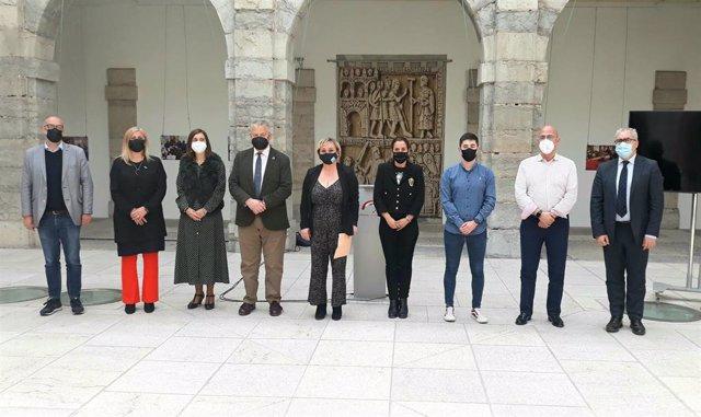 Acto con motivo del Día Internacional contra el Acoso Escolar celebrado en el patio del Parlamento de Cantabria