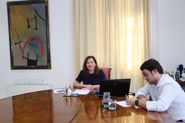 Archivo - La presidenta del Govern, Francina Armengol, y el conseller de Turismo, Iago Negueruela.