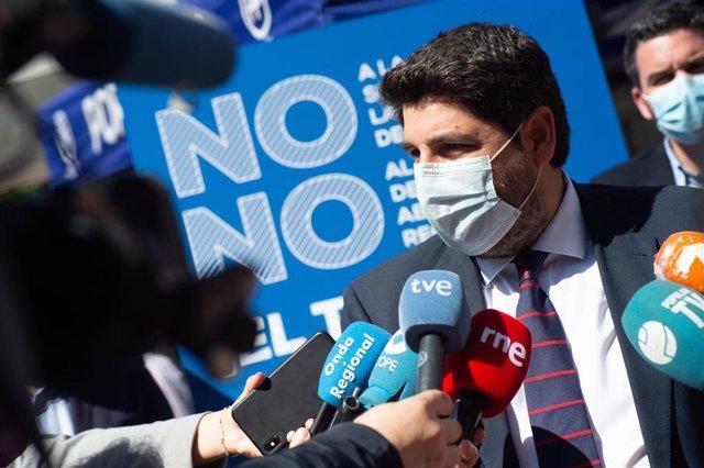 El presidentre Fernando Lopez Miras atiende a los medios de comunicación