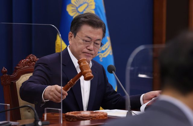 27 April 2021, South Korea, Seoul: South Korean President Moon Jae-in opens a cabinet meeting at the presidential office in Seoul. Photo: -/yonhap/dpa